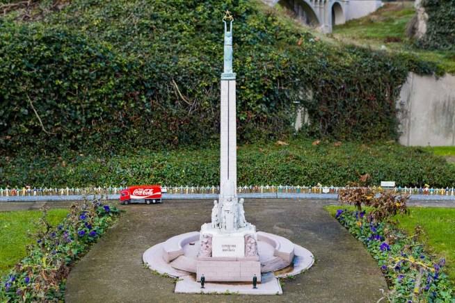 8 Latvia - Freedom monument