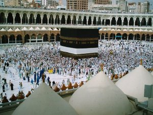Crowds gather at the kaaba./Photo by Muhammad Ghouri/flickr-CC