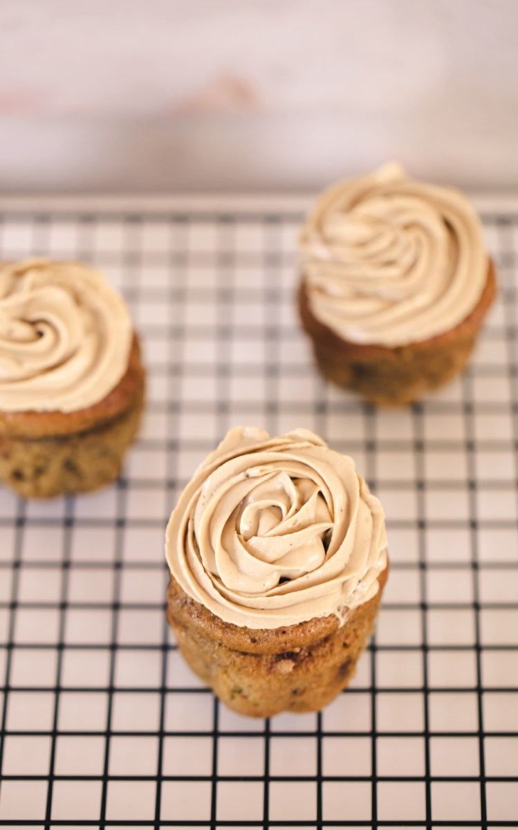 SQUASH CUPCAKES MED CREAM CHEESE FROSTING