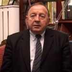 Tylne fotele w rządzie PiS przygotowane, a rabin w Paryżu ma objawy…
