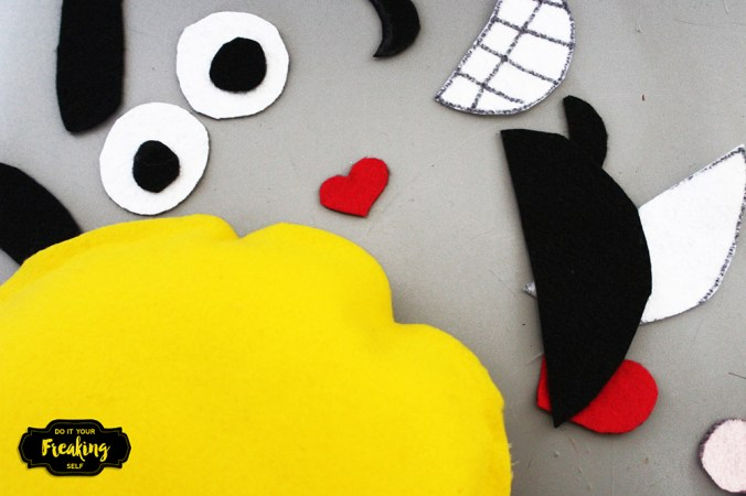 Make your own no sew Emoji Pillow Busy Bag for toddlers and up! Fun and useful for teaching kids about feelings too!