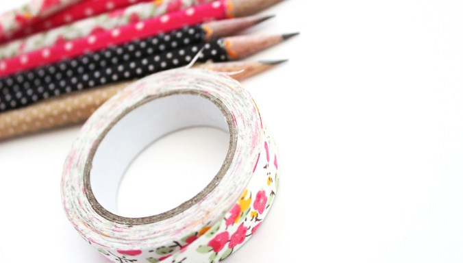 10 Minutes or less DIY Washi Tape Pencils! Customize your school supplies this year Washi Tape for a unique look that doesn't break the bank!