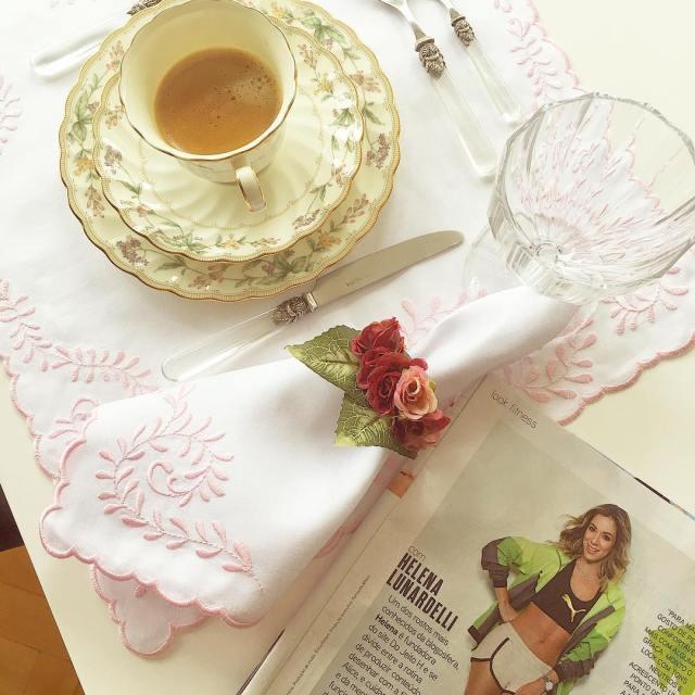 Bom dia! Tomando  com a mesa posta usando ohellip