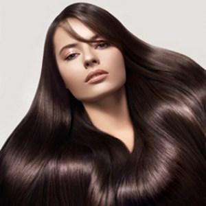 wanita berambut panjang dan lebat