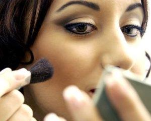 Tips Makeup Untuk Wajah Yang Bulat