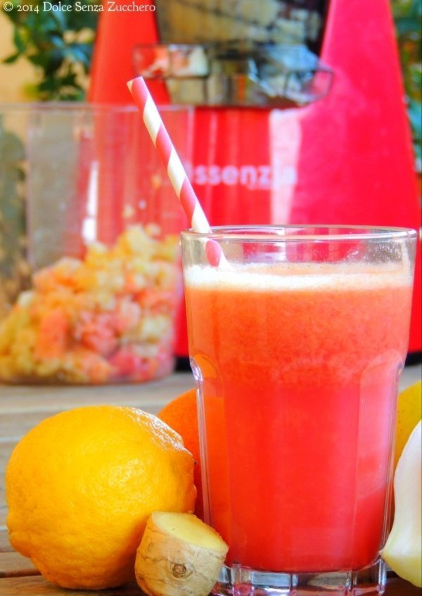 Frullati di verdure verdi e frutta rossa dolce senza zucchero - Compost casalingo ...