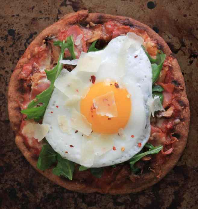 grilled-pita-pizzas-with-prosciutto-chanterelles-arugula-and-a-fried-egg-5
