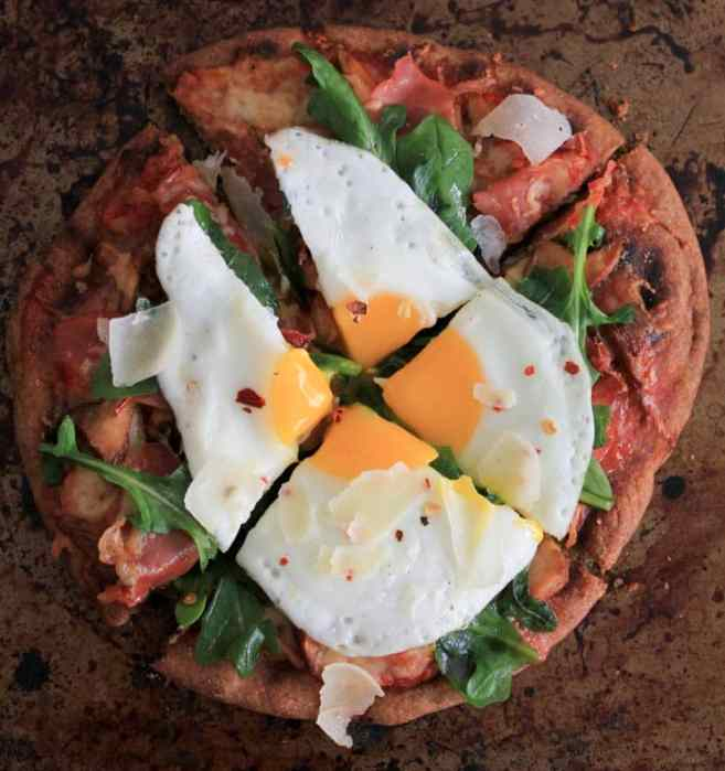 grilled-pita-pizzas-with-prosciutto-chanterelles-arugula-and-a-fried-egg-7