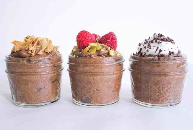 Vegan-Chocolate-Avocado-Pudding-with-Chia-Seeds-7