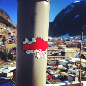 Don't Rain red lizard sticker, snowboarding, Morzine, France