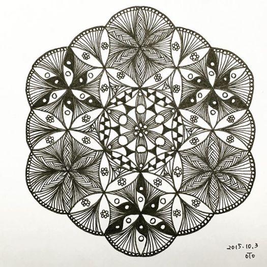 """一心に描くことで心穏やかに。""""落書き瞑想""""体験会参加費、道具付きで3000円。申し込みはこちらから。http://www.doodle-meditation.com/archives/24#doodlemeditation #doodles #art #zentangle #zen #落書き"""