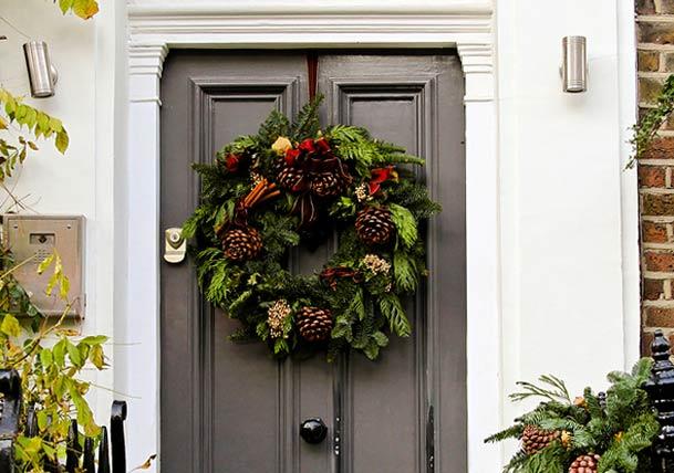 door-with-natural-Christmas-wreath
