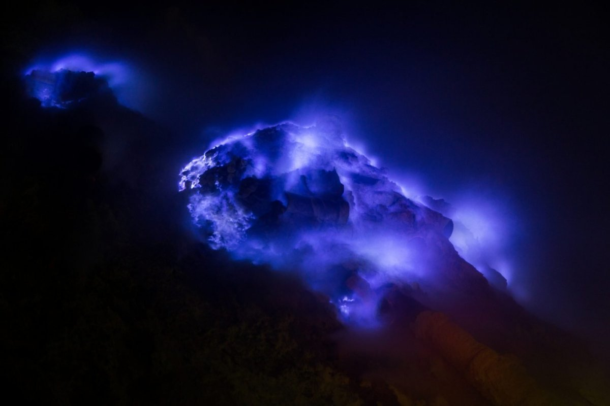"""Blue flame of Ijen on a """"good day"""". Photo by Stéphane DAMOUR via Flicr CC"""