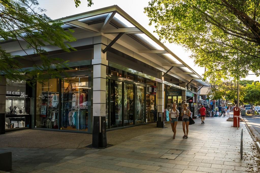 Shopping on Hasting Street, Noosa
