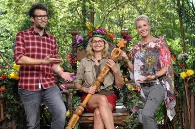 Karen auf dem Thron mit Daniel und Sonja