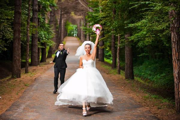 düğün hikayesinin en güzel yanı, hiç poz vermiyor olmanızdır.