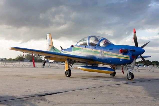 Esquadrilha da Fumaça utiliza o avião A29 Super Tucano, da Embraer (Foto: Eduardo Ferreira/UOL)