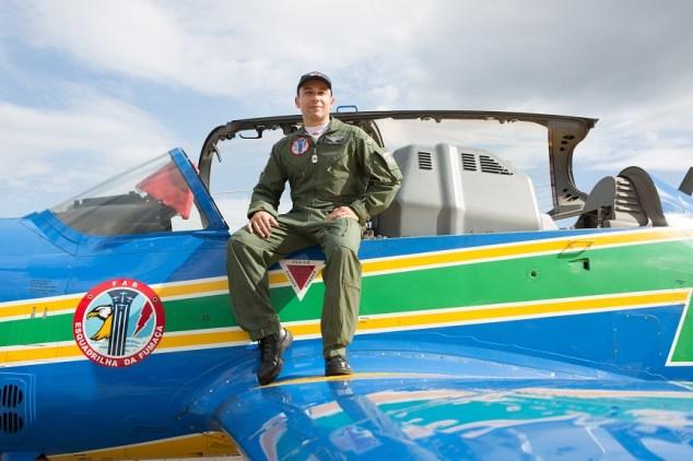 Major aviador Daniel Garcia Pereira já fez mais de 60 apresentações (Foto: Eduardo Ferreira/UOL)