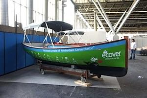 Boot van plastic soep op de Hiswa : Duurzaamnieuws.nl