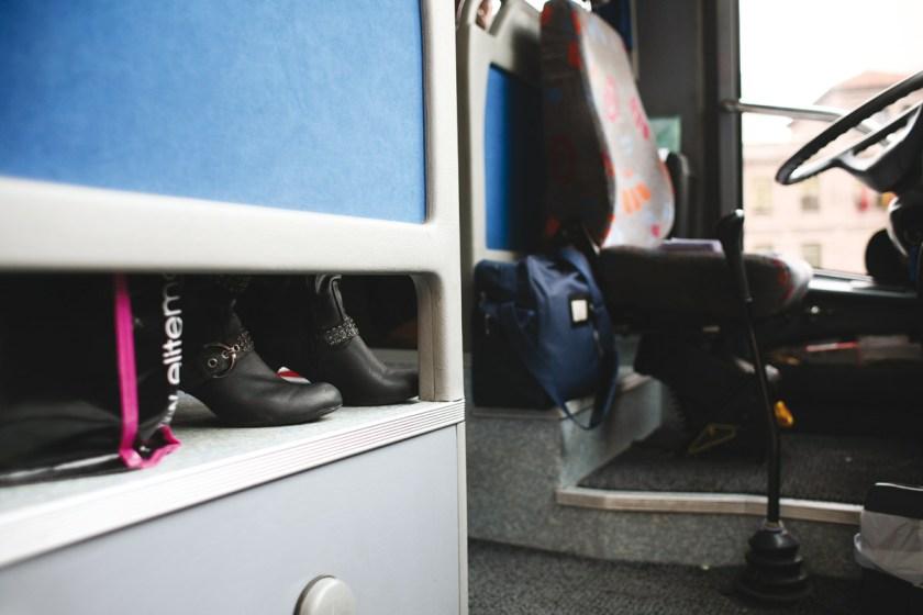 Ciudad de origen: Madrid - Ciudad destino: Riofrio de Aliste (Zamora). Caravana compuesta por 55 mujeres. 2 de abril de 2011, durante todo el día. Desde 8 de la mañana (hora a la que sale la caravana de Madrid) hasta las 6 del día siguiente (cuando vuelve a Madrid).
