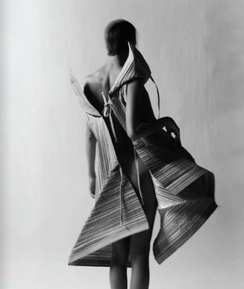 Papel_Moda_Issey_Miyake_Pleats_Paper_Dress_11