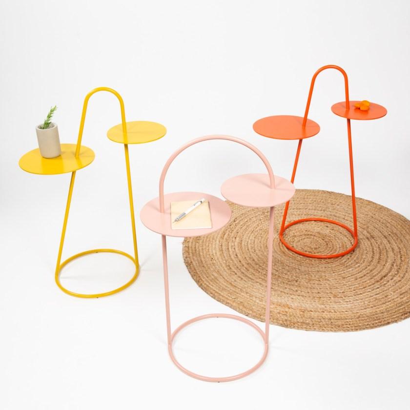 Duet es una colección de mesas auxiliares que buscan jugar con el espacio con sus formas amables, su apuesta por el color y su las formas circulares recurrentes.