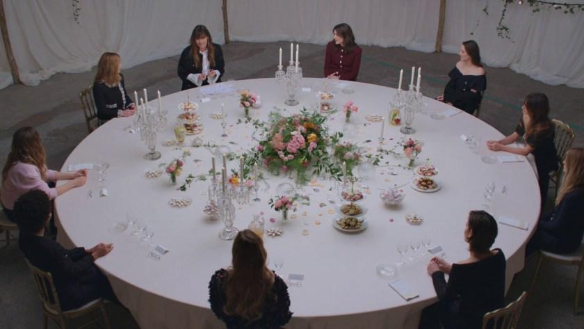 mesa redonda conducida por Caroline de Maigret junto con las embajadoras y amigas de la casa