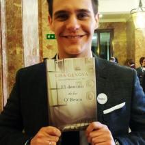 Christian Galvez con el libro El Destino de los O'Brien 03-03-16