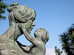 statue of mother with small child