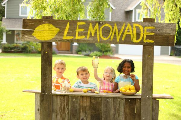 children at lemonade stand