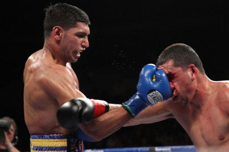 001KhanvsMolinaIMG 5393 450x300 Amir Khan successful in first fight with new trainer Virgil Hunter