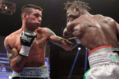 Matthysse blasts out Ajose