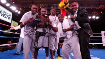 Emmanuel Tagoe stops Robles in round 9 to win IBF International title