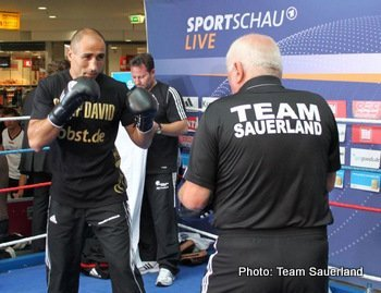 Abraham takes on Stieglitz on Saturday