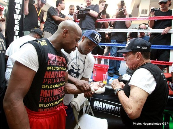 MayweatherWorkout4Alvarez_Hoganphotos1