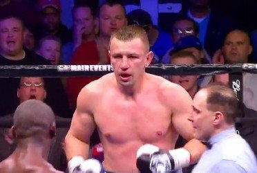 Adamek defeats Cunningham by controversial decision