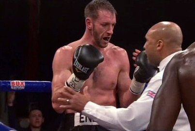 Fans Witness Woefully Premature 2nd Round Stoppage As Ovill McKenzie Stops Enzo Maccarinelli
