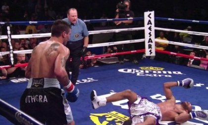 matthysse451 420x254 Lucas Matthysse Blasts Lamont Peterson In Third Round Techincal Knockout Win; Devon Alexander Outclasses And Stops Lee Purdy