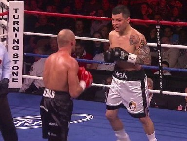 Vera defeats Bondorovas on questionable stoppage