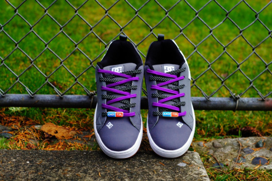 DC-Mens-Court-Graffik-Skate-Shoe-Easy-Tie-Dual-Colored-Shoelaces Purple Rainbow-Criss Cross -Lacing-How-to-Lace-Your-Shoes-Method small