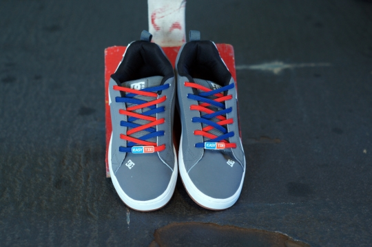 DC-Mens-Court-Graffik-Skate-Shoe-Easy-Tie-Dual-Colored-Shoelaces-Red-Blue-Criss Cross -Lacing-How-to-Lace-Your-Shoes-Method