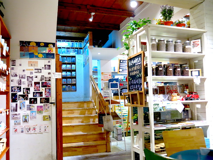 Momi Cafe Suzhou Staircase