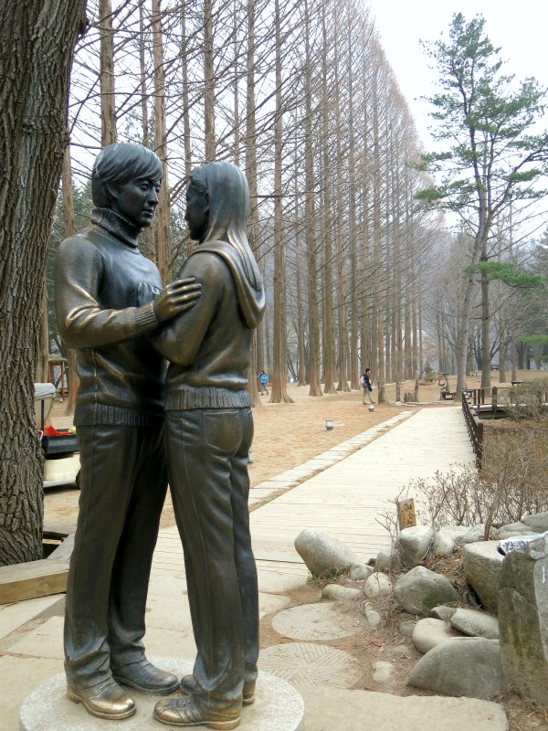 Min Hyeong and Yoo Jin Statue