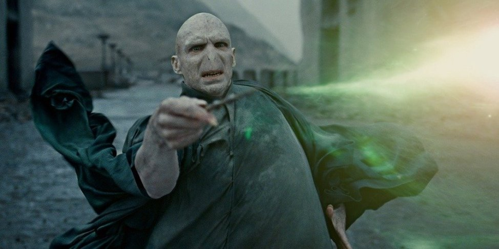 4-harry-dies-and-voldemort-wins-the-battle-of-hogwarts