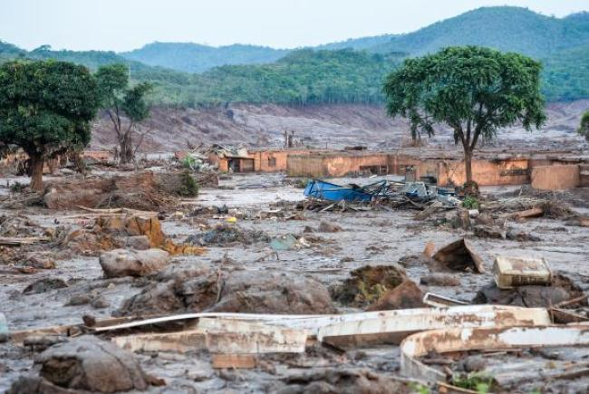 A catástrofe socioambiental provocada pelo rompimento de barragem da mineradora Samarco em Mariana (MG), no último dia 5/11, atingiu 663 km de rios, com a destruição de 1.469 hectares de terras, incluindo Áreas de Preservação Permanente (APP), apontou laudo técnico preliminar do Ibama