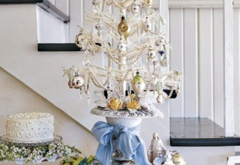 silver-and-white-christmas-tree-4