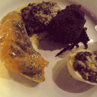Cured salmon, stuffed egg (mmm!), kale dumpling and cods toungue. Unfortunately, I missed the class in good food photography. Believe me, it was all very nice.