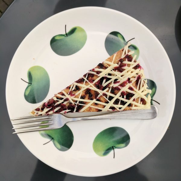 Cake! On a really nice plate! The last al fresco cake of the season.