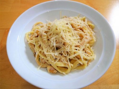 Walnut pasta: quick, easy, delish.
