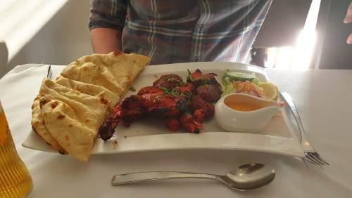 Kebab and naan at Voujon